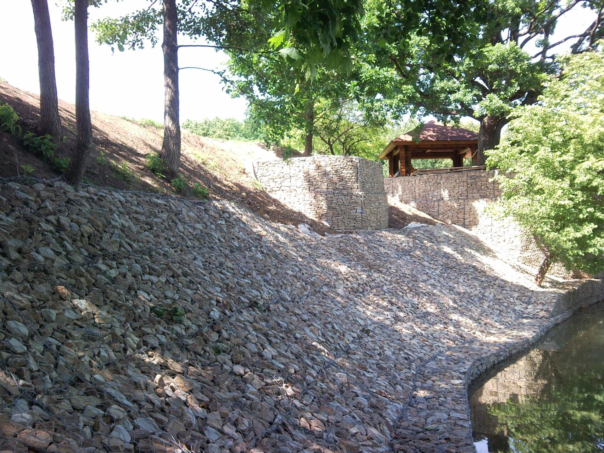Укрепление берега реки Сходня из габионных конструкций с устройством набережной